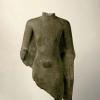 Frammento di torso di un Môn Buddha Tailandia, VII - VIII sec. d.C. Ardesia, 87 x 51x 18 cm Foto: André Lambrechts
