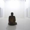 Sala espositiva con installazione di Roman Opalka e scultura lignea